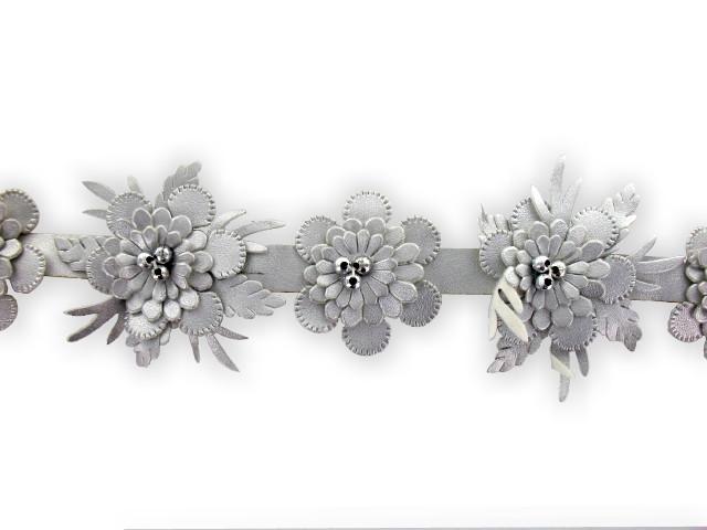 """Galon """"fleurs simili-cuir"""" 20mm argent"""
